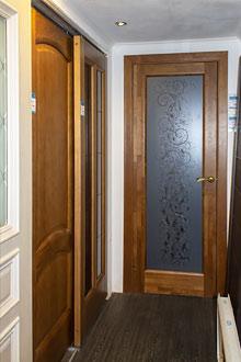 Двери межкомнатные на выставке в СПб
