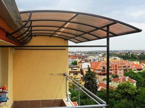 Навесы над балконом из поликарбоната..