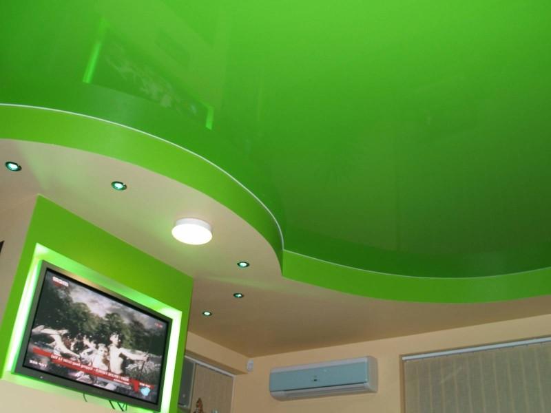 Салатовый натяжной потолок фото
