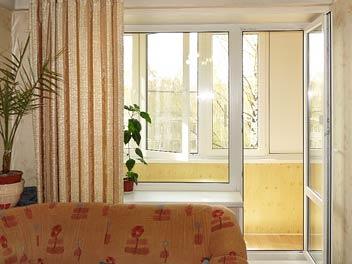 Теплое остекление балкона профилем Rehau