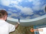 Крепление первого полотна потолка за профиль - фото 4