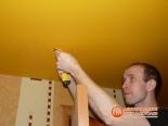 Установка светильника в натяжное полотно - фото 2