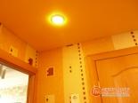 Точечный светильник в натяжном потолке