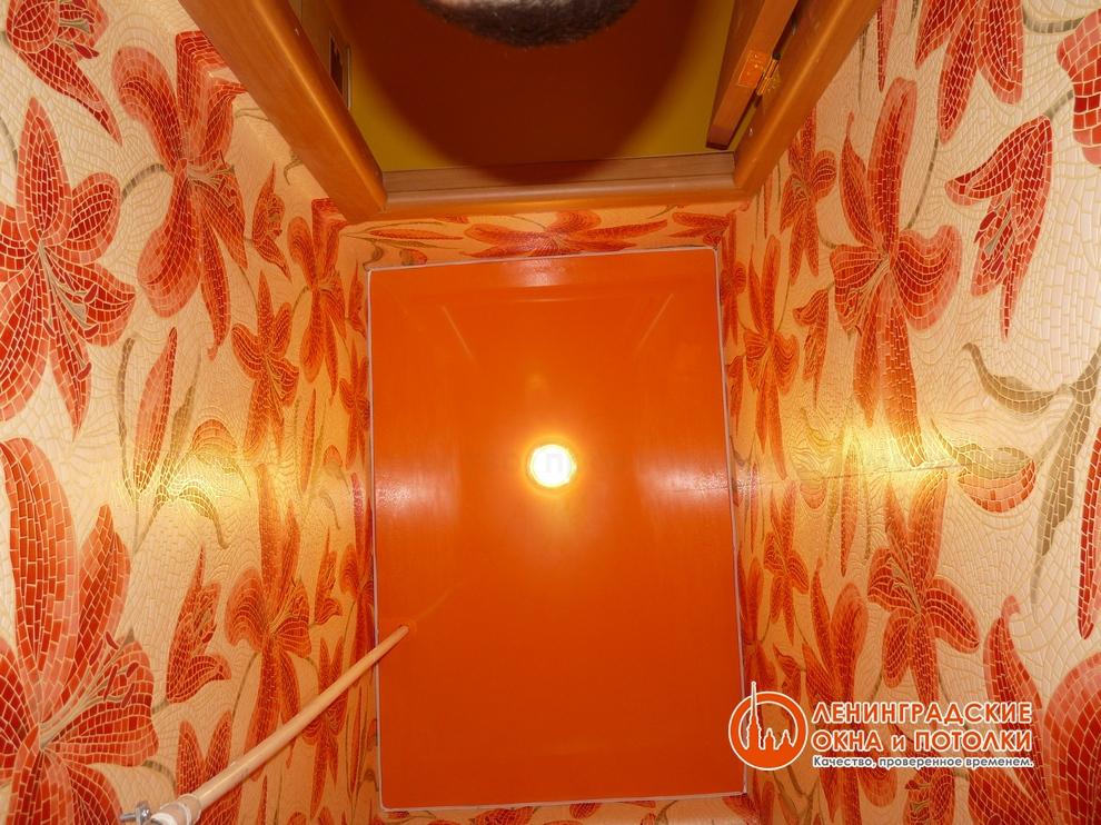 Цветной потолок из полотна