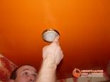 Установка светильника в потолок - фото 3