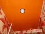 Натяжной потолок в туалете установлен - фото 2