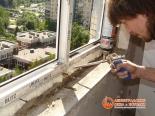 Герметизация швов установленного окна пеной