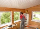 Процесс установки окна на веранде