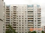 Вид балкона многоэтажки перед остеклением