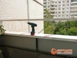 Начало установки холодного остекления на балконе