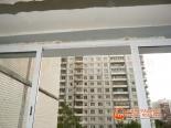 Заделка швов на потолке монтажной пеной