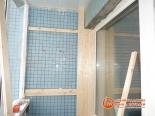 Процесс обшивки стенки балкона