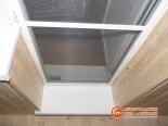 Фото установленной балконной двери с москитной сеткой