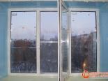 Установленное трехстворчатое окно
