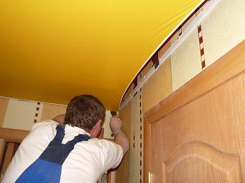 Монтаж натяжного потолка в прихожей