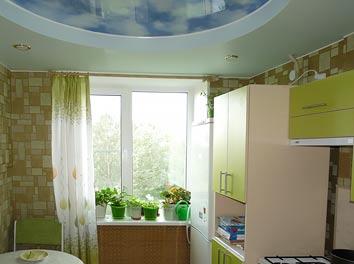 Фото натяжного потолка для кухни