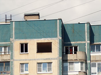 Установленные окна в доме