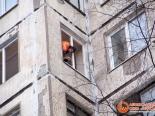 Установка двустворчатого окна в квартире
