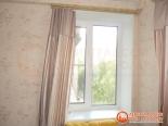 Установленное двухстворчатое окно после ремонта в квартире