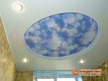 Установленный многоуровневый потолок