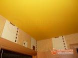 Фото установленного натяжного потолка в прихожей