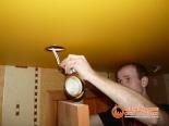 Установка светильника в натяжное полотно - фото 3