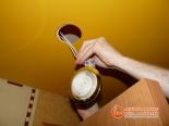 Установка светильника в натяжное полотно - фото 4