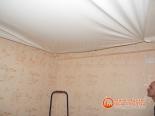 Процесс установки натяжного потолка в спальне