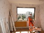 Зачистка проема окна после демонтажа в доме 137 серии