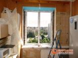 Установка окна на кухне в доме 137 серии