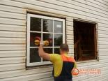 Закрепление пластикового окна в проеме