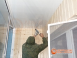 Заделка швов между потолком и стеной