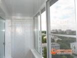 Вид на отделку потолка и стен балкона
