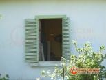 Фото старого окна в загородном доме Гатчино