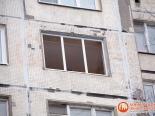 Установка рамы трехстворчатого окна