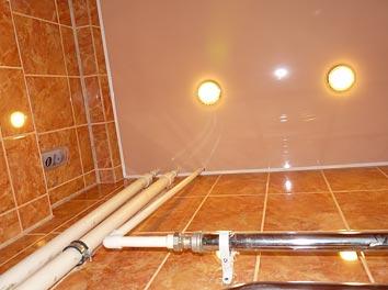 Фото натяжного потолка в ванной