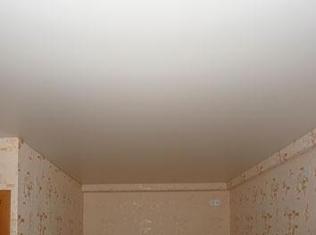 Фото натяжного потолка в спальне