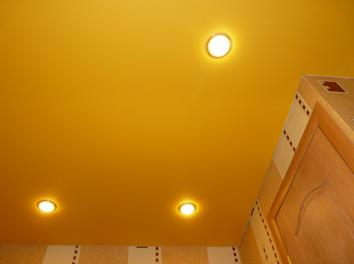 Фото натяжного потолка в прихожей