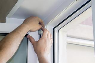 Регулировка фурнитуры при ремонте окна